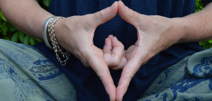 Yoni mudra za koncentraciju: Položaj prstiju koji odmah smiruje i vraća u ravnotežu!